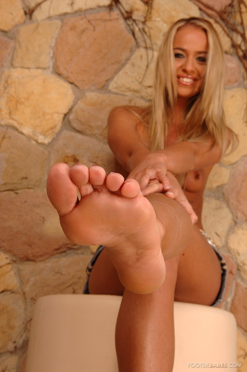 Dorina Gold showing off her sexy feet outdoor - My ...