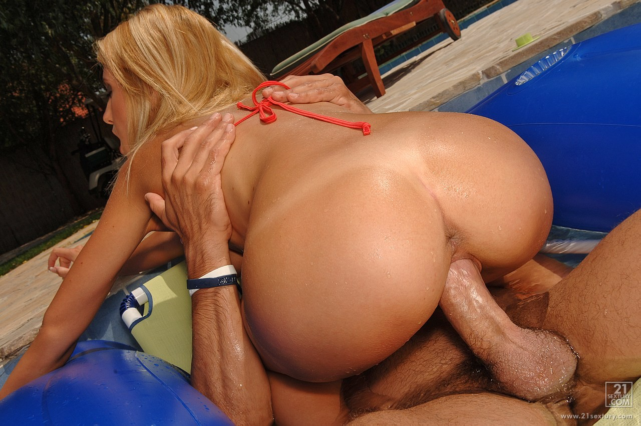 Hot poolside fucking with amy fisher 3