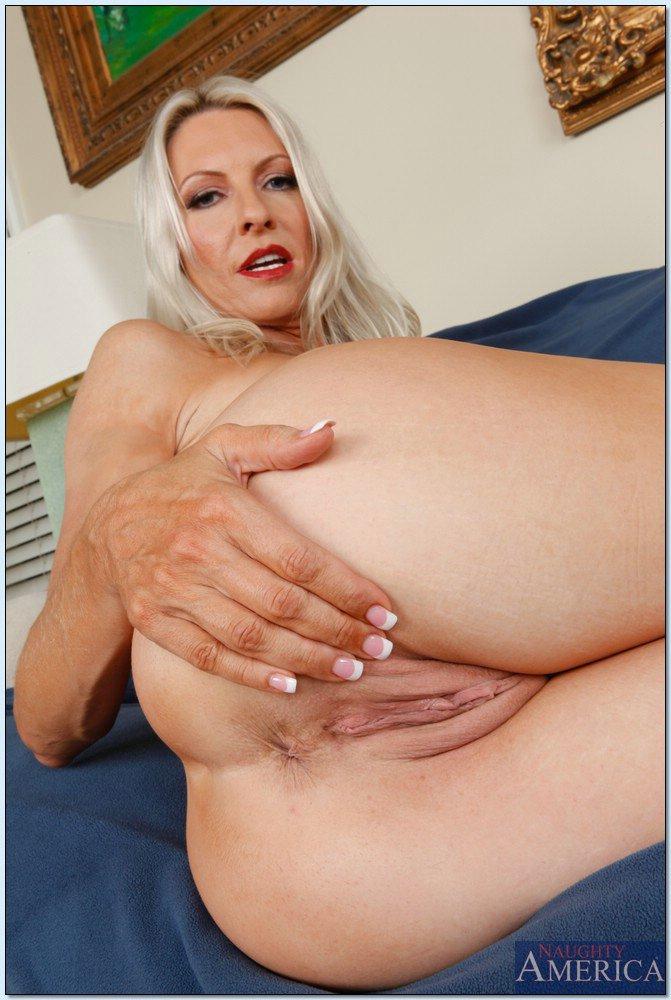 hot blonde milf emma starr