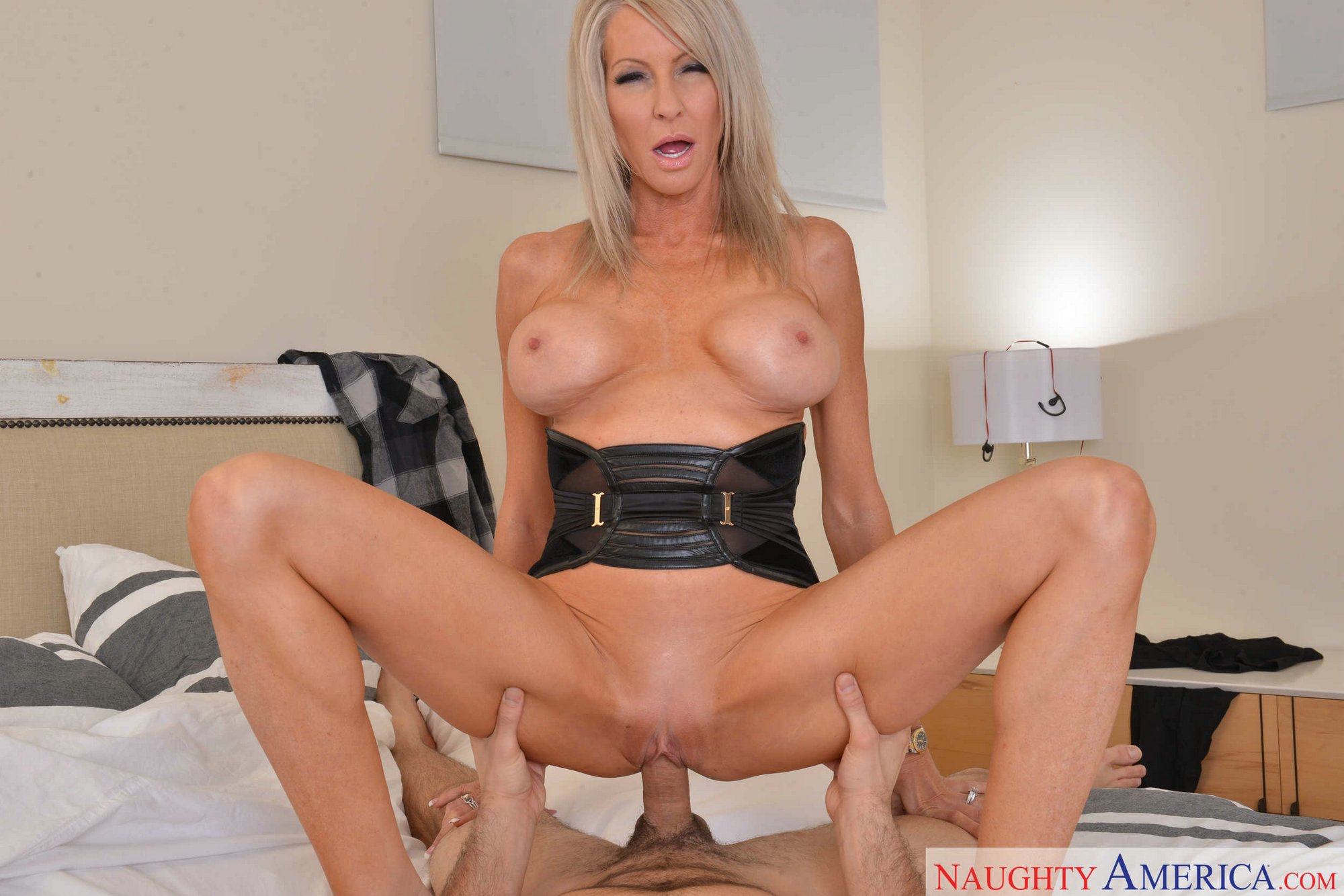 hot blonde milf emma starr