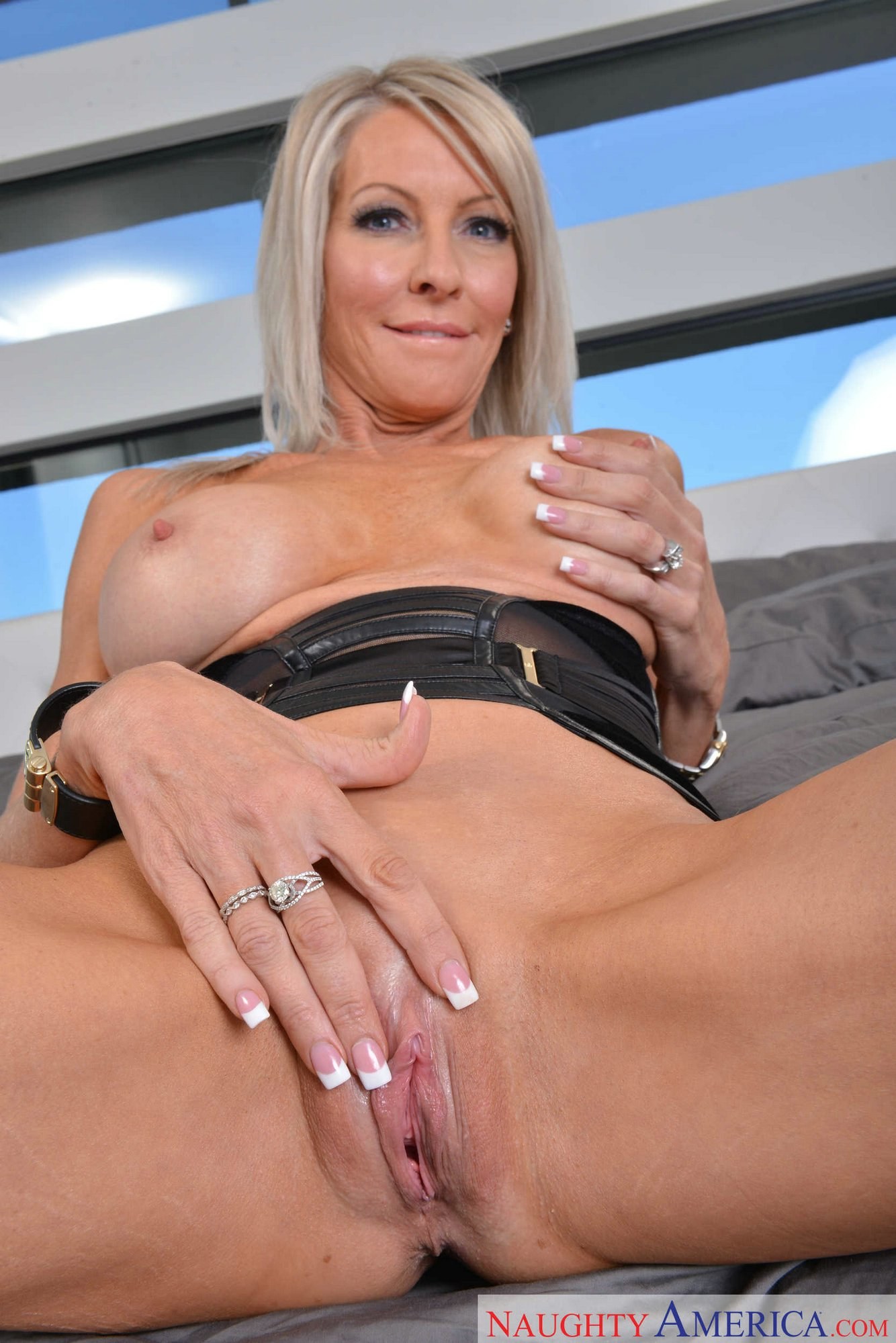 Hot blonde milf emma starr gets filled with cum by a big dick
