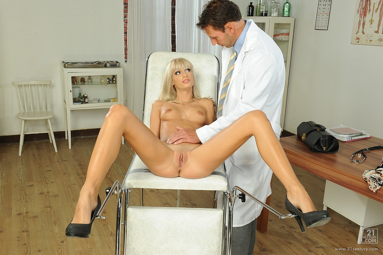 Секс на приеме у докторши 19 фотография
