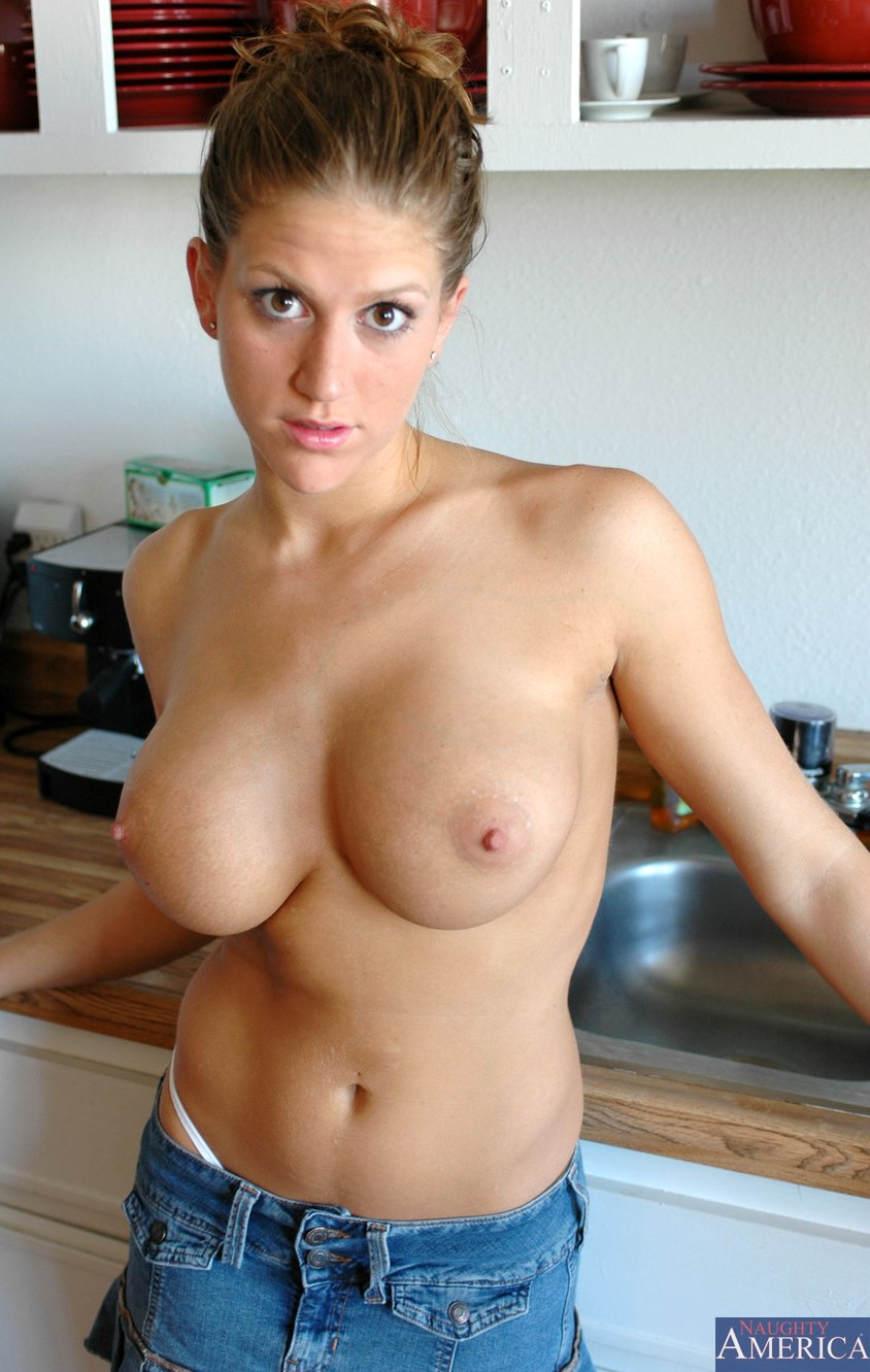 Eve Laurence Showing Her Amazing Body In The Kitchen - My -5341