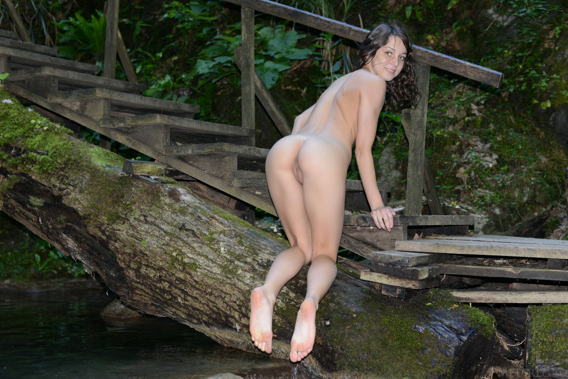Foxy Di shows off her hot naked body outdoor - My Pornstar ...