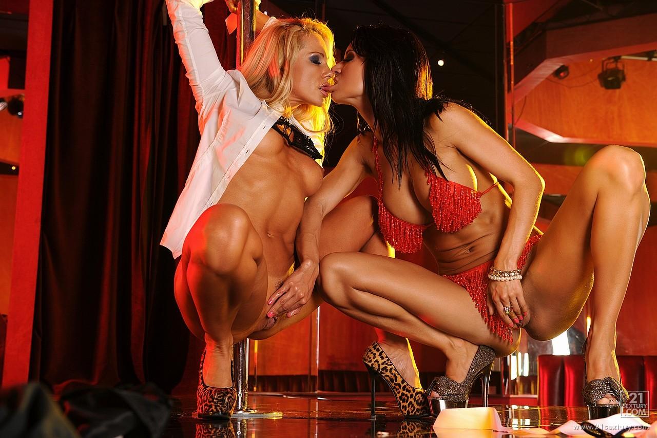 Смотреть порно в стриптиз клубе 16 фотография