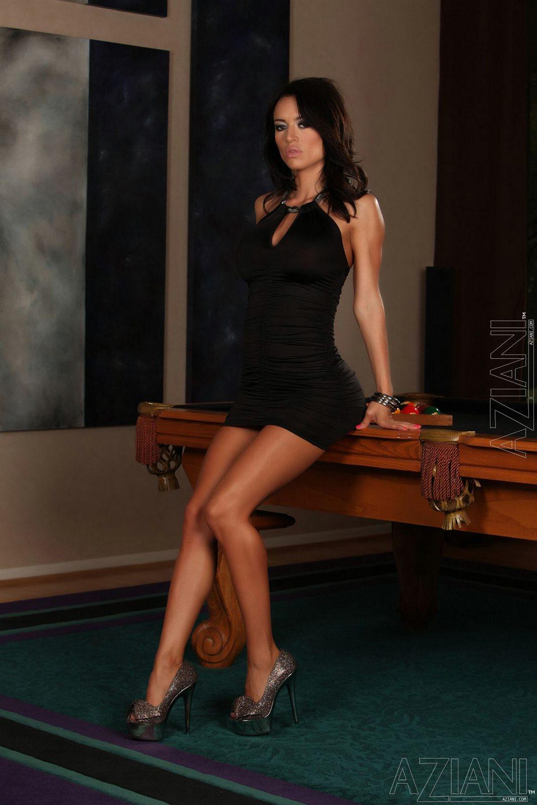 Hot brunette babe Franceska Jaimes strutting in black boots  123843