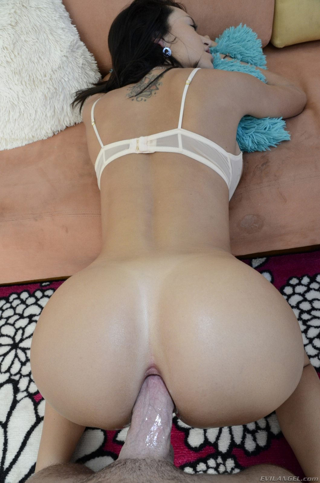 Lesbian kissing porn