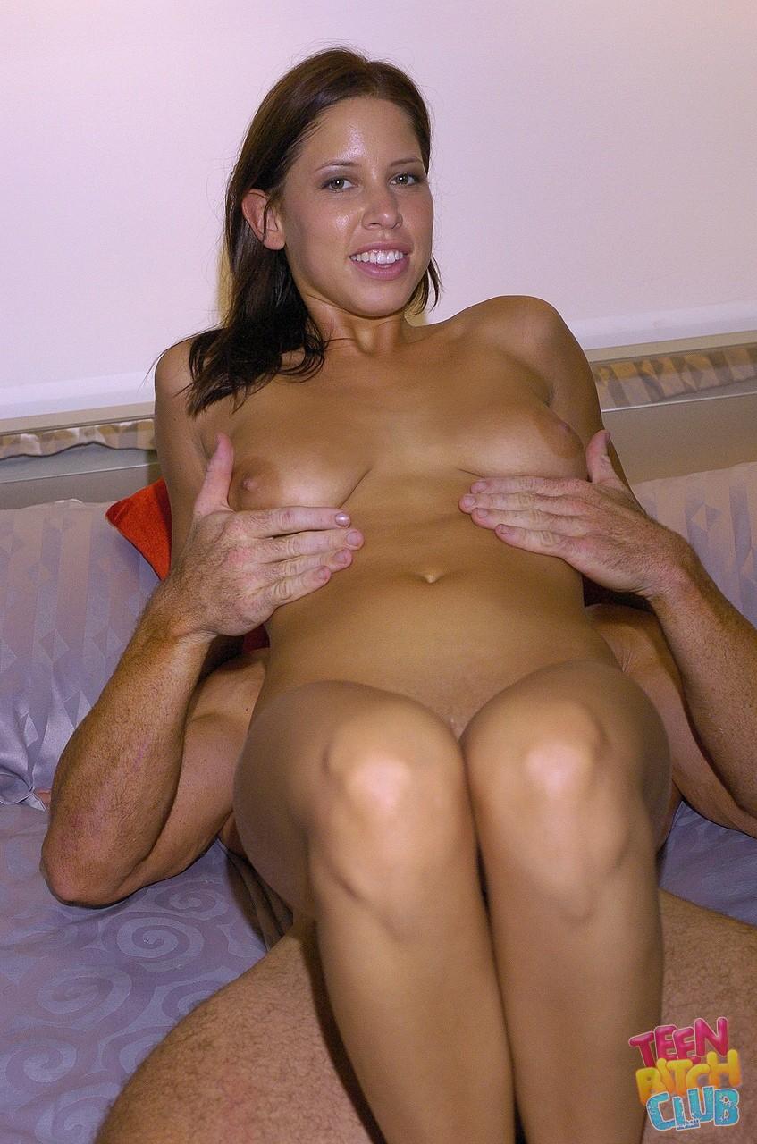 Dejlige Teen Haley Paige har stor pik i hendes bløde kusse-8475