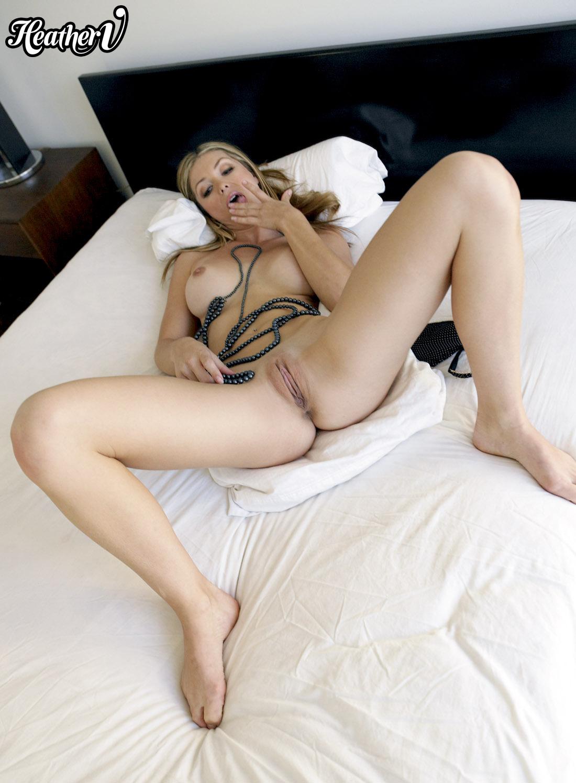 Bed Hardcore Sex Pics
