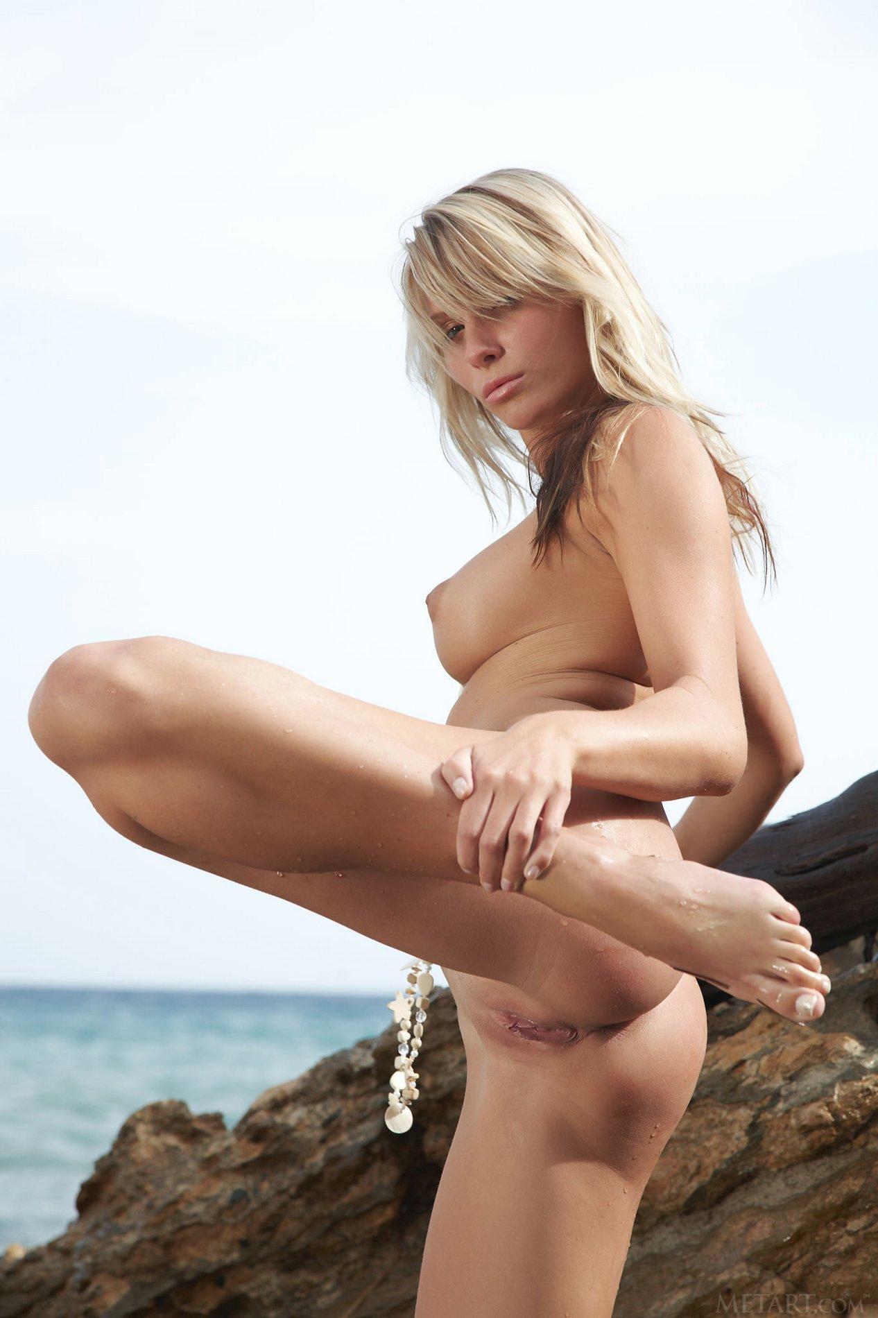 Heather Wild shows off her wet naked body - My Pornstar Book