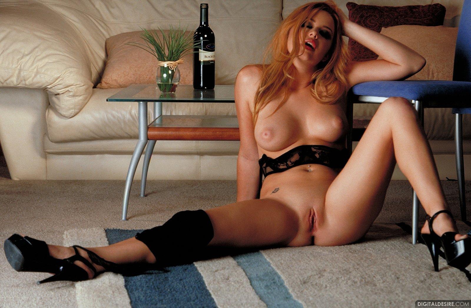Pornstar Holly Morgan Top holly morgan in sexy lingerie and heels posing and spreading her