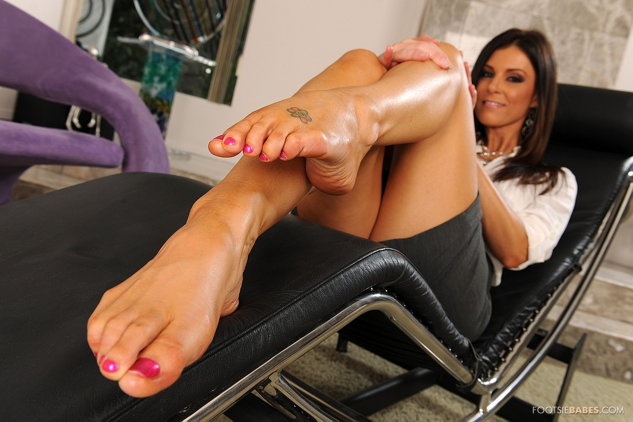 women-pron-star-feet-girls-suck