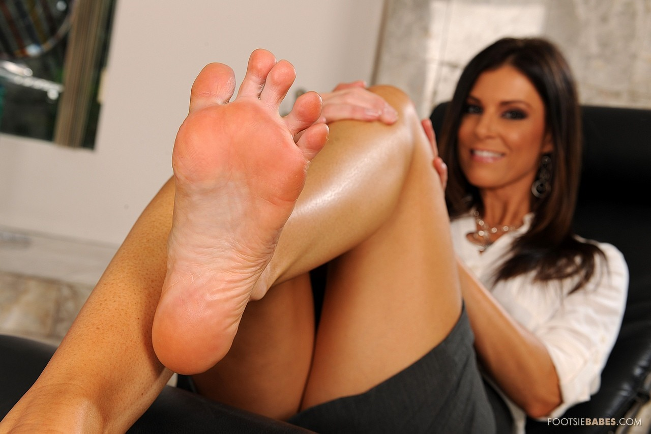 Hot Lady India Summer Enjoys Foot Fetish Sex In The Office -4385