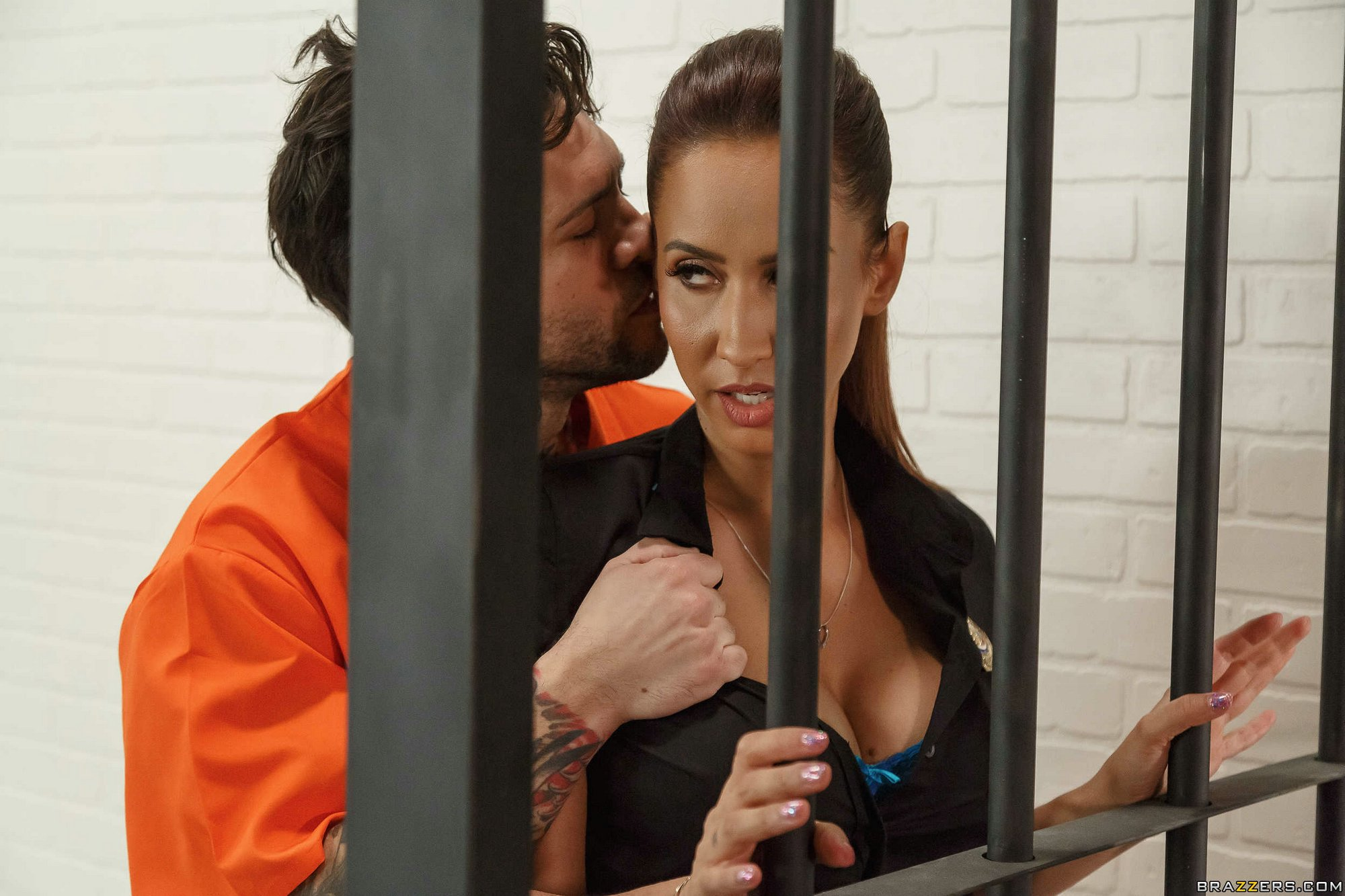 Prison guard Isis Love fucking with inmate.