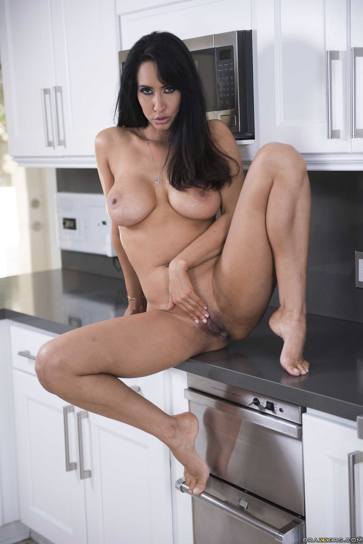 isis love nude