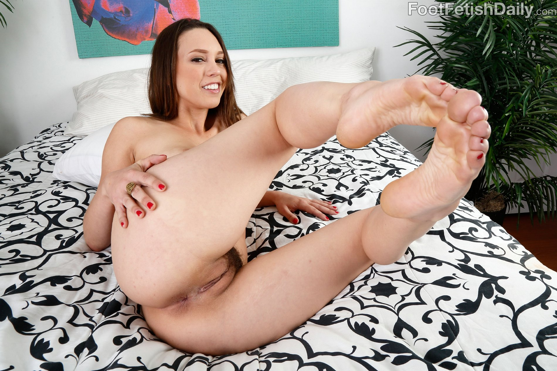 jade nile feet