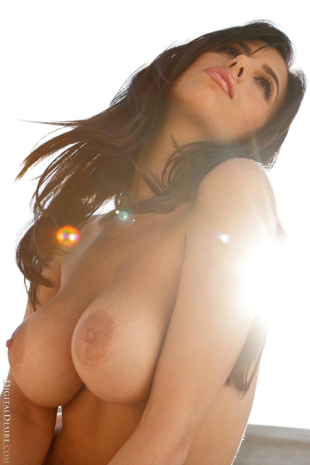 stunning nude camera phone