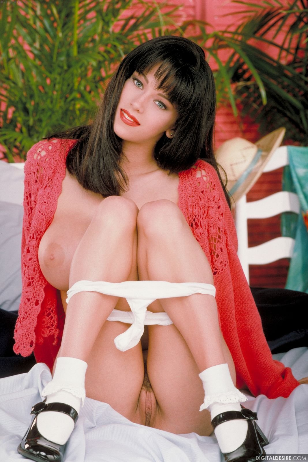 Young busty brunette Jenna Jameson poses for camera - My ...