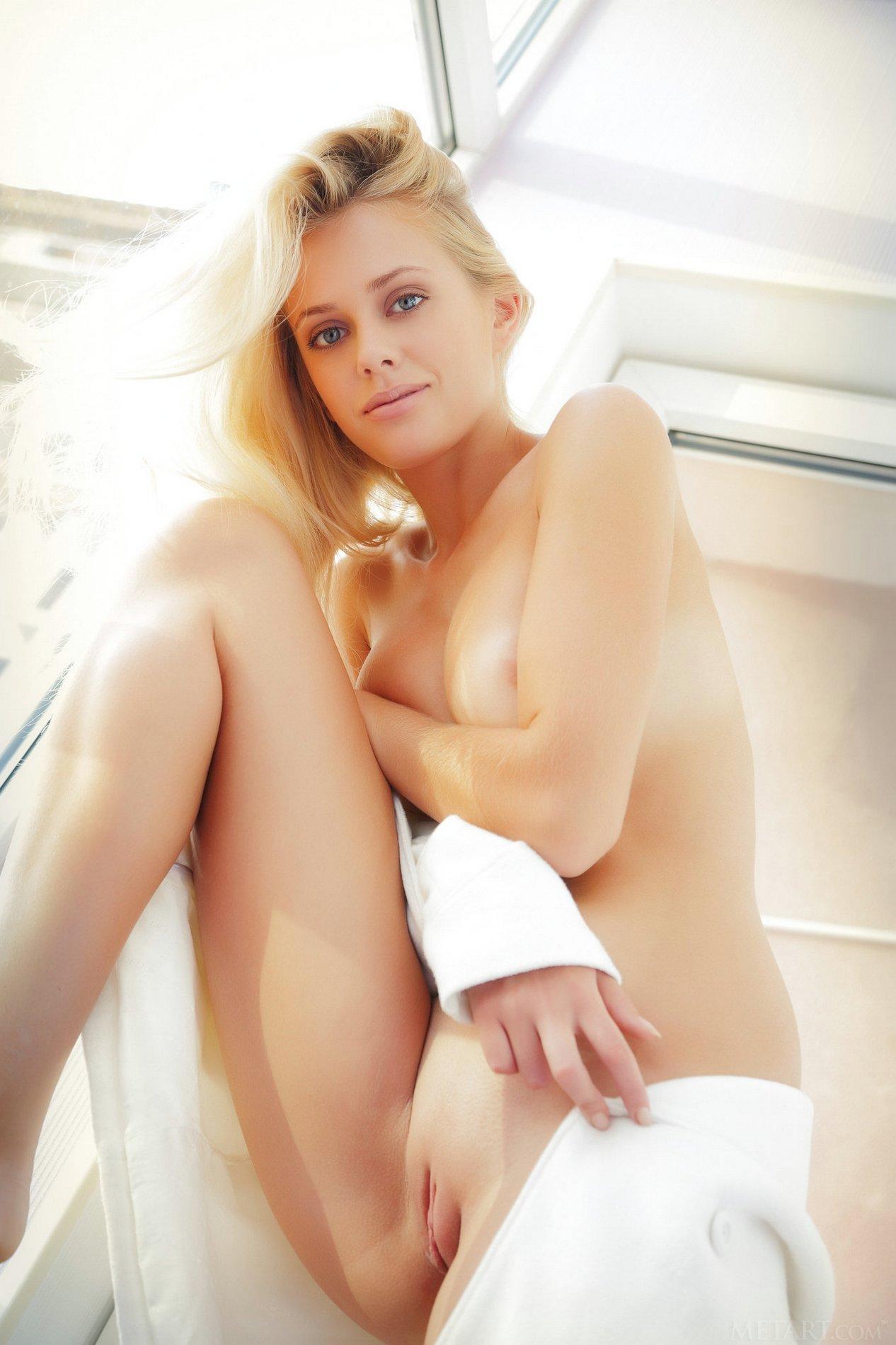 jennifer mackay nude model