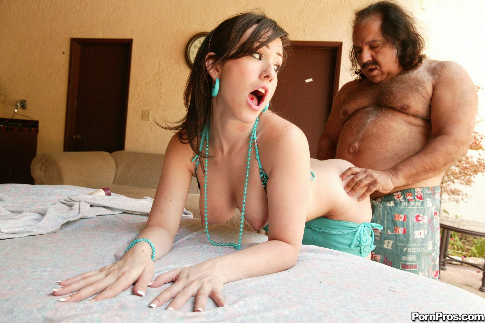 ugly-old-man-fuck-sexy-girl