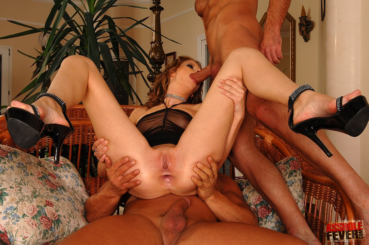 Video of nudist socializing together une salope