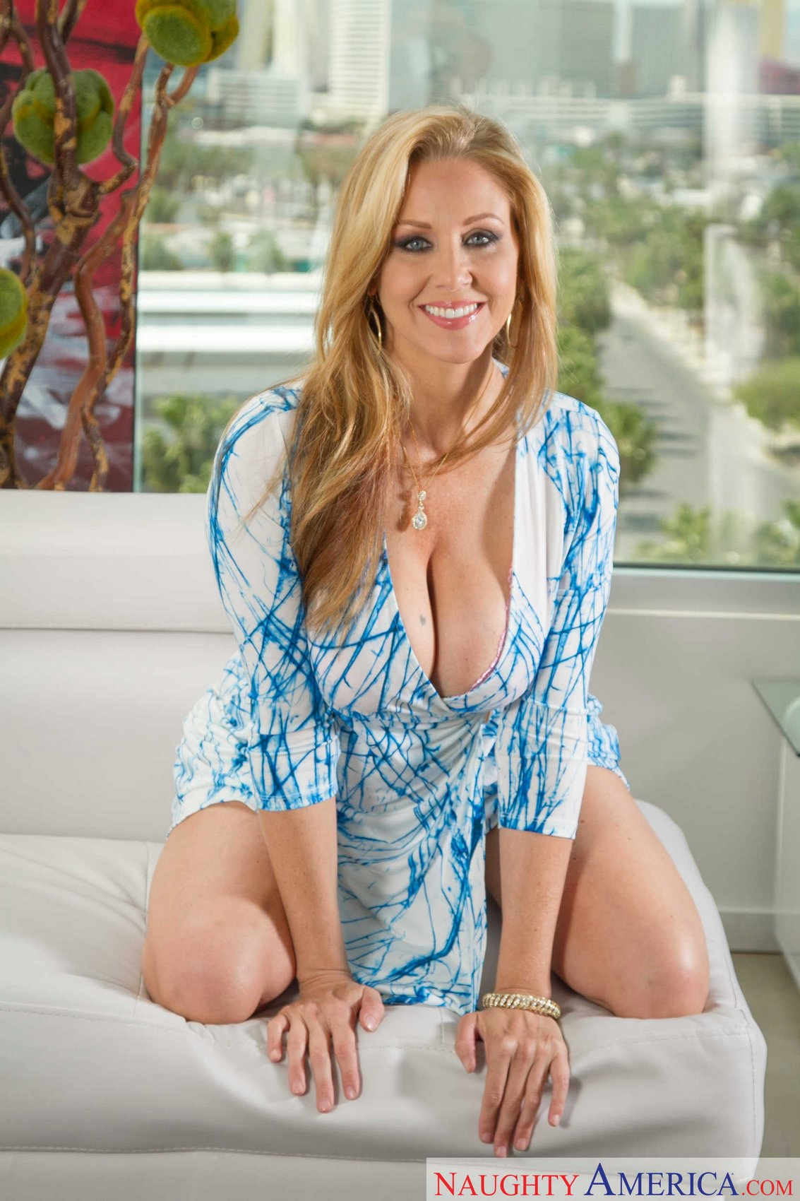 Hot step mom alura jenson loves me
