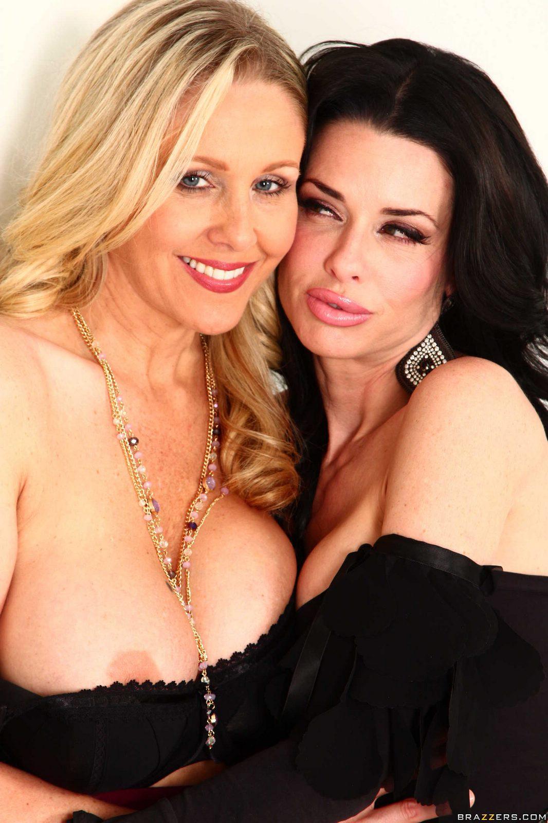 Classy mature pornstar Julia Ann having nice ass oiled after hose removal № 1391270 без смс