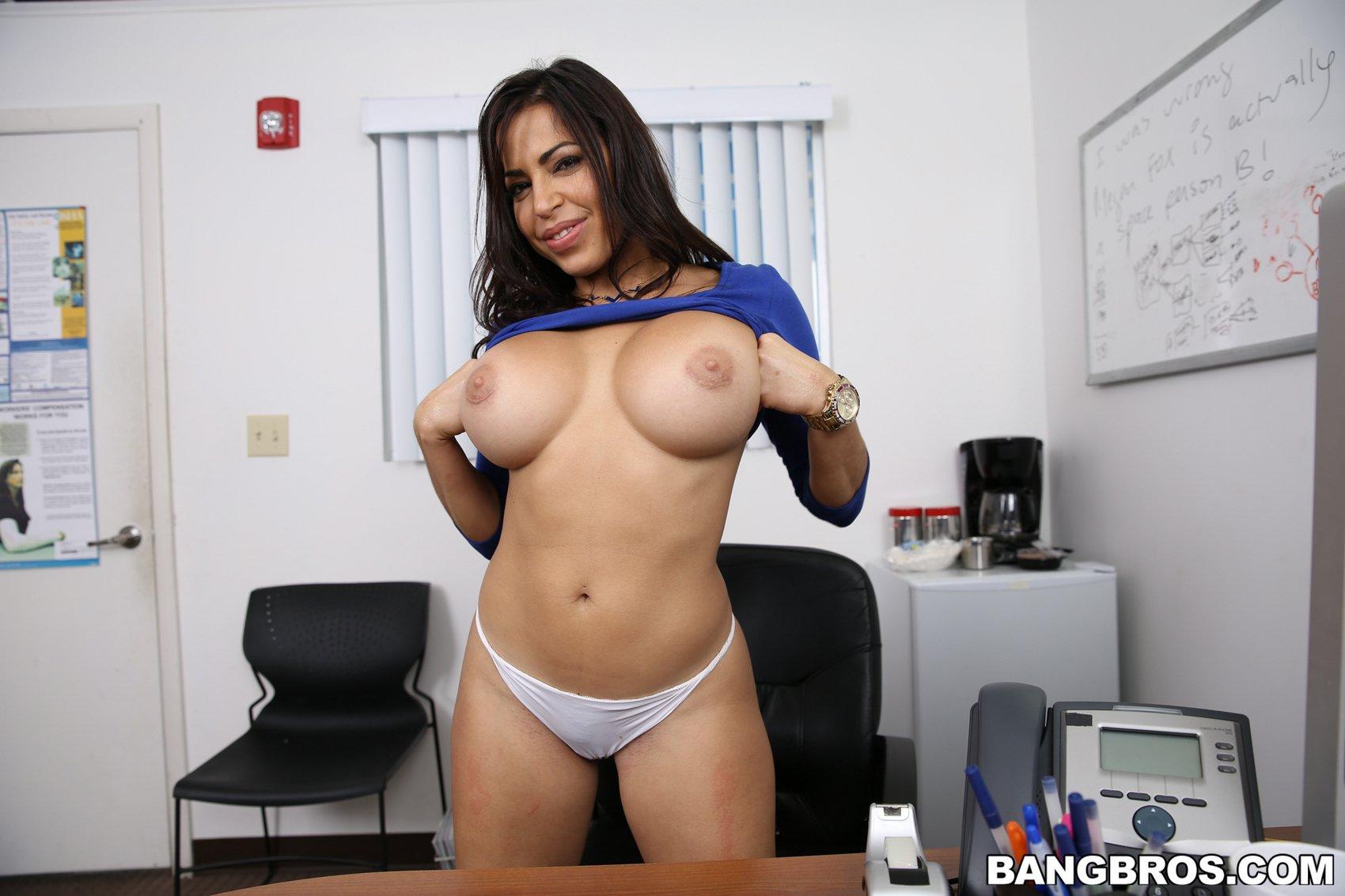 Julianna Vega shows off her sexy body in the office - My Pornstar Book: mypornstarbook.net/pornstars/j/julianna_vega/gallery10/mobile.php