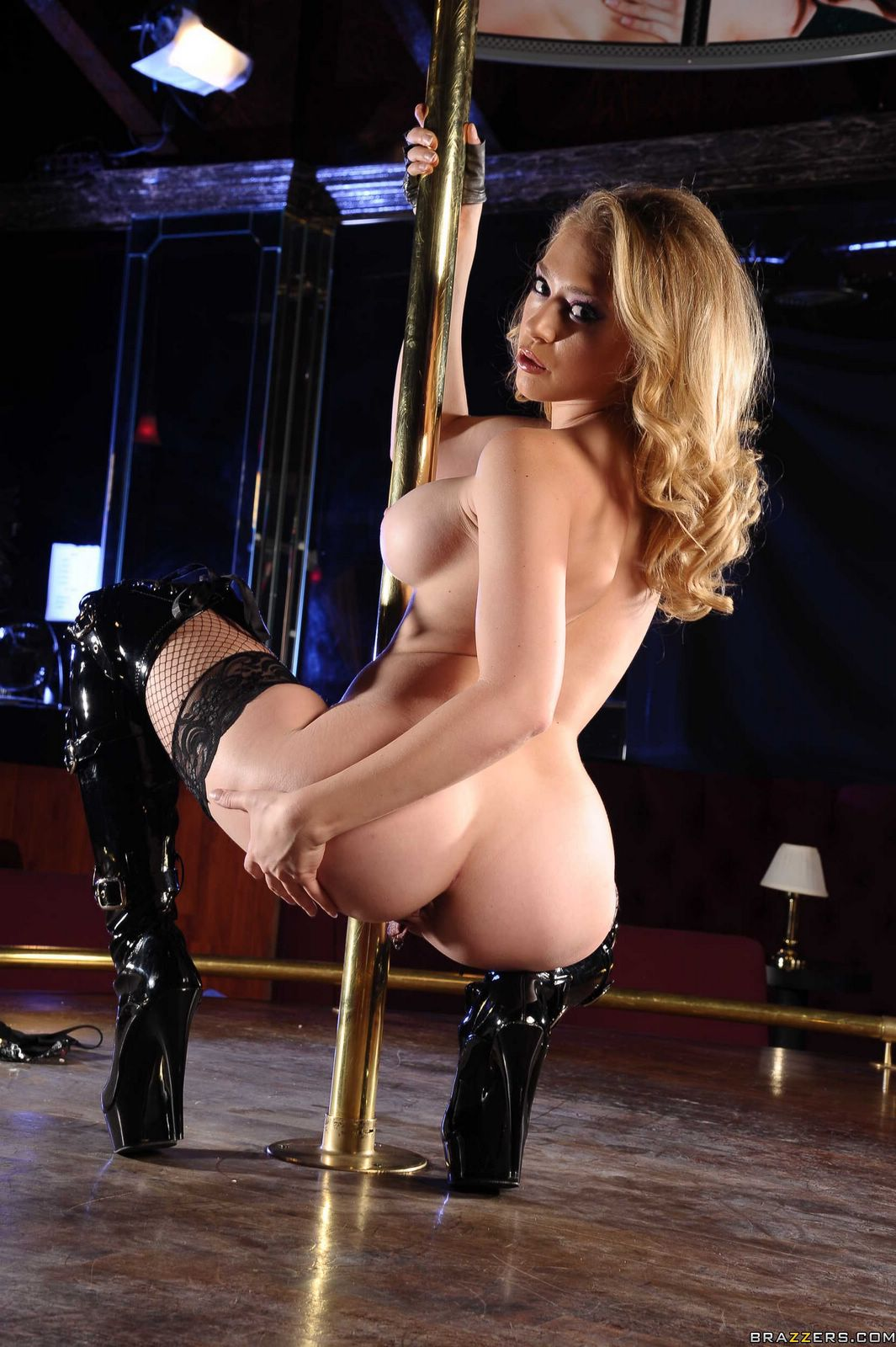 Hot dancer Kagney Linn Karter in high boots posing for you ...