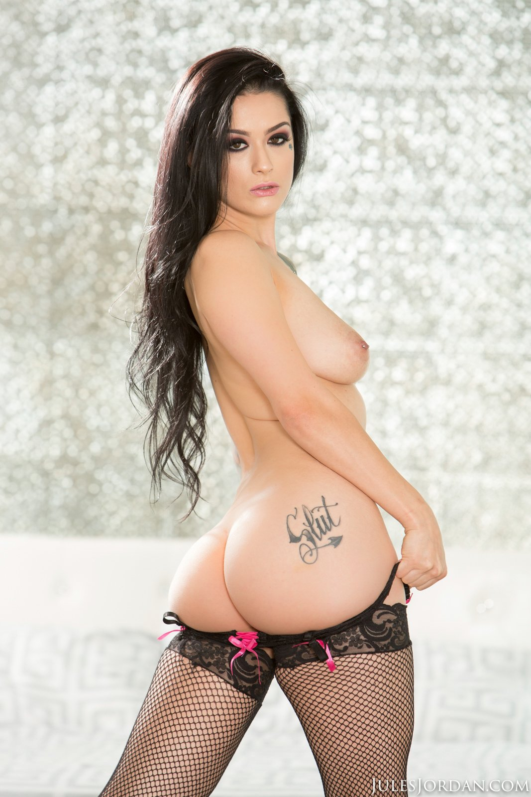 Katrina Jade in fishnet stockings and sexy heels poses for ...