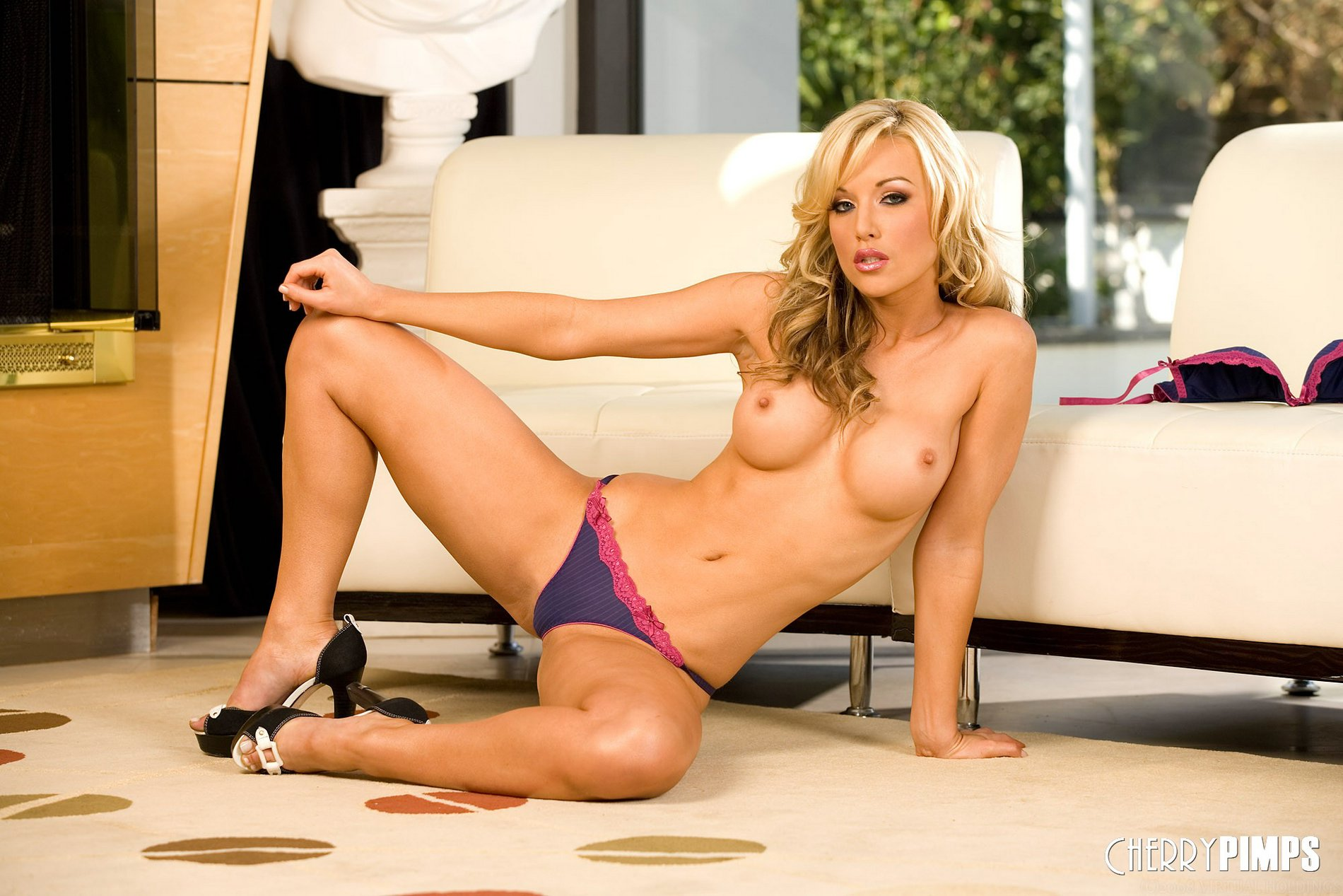 Kayden Kross In Sexy Shoes Exposes Her Amazing Body My Pornstar Book