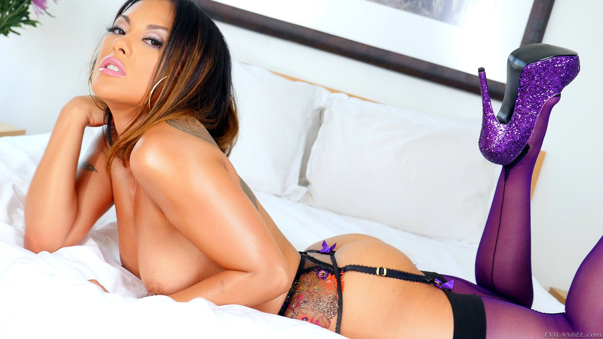 Kaylani Lei In Sexy Underwear Purple Stockings And High