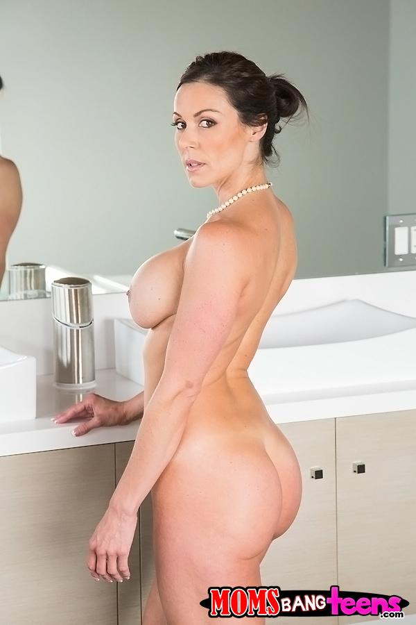 Kendra lust bath tub