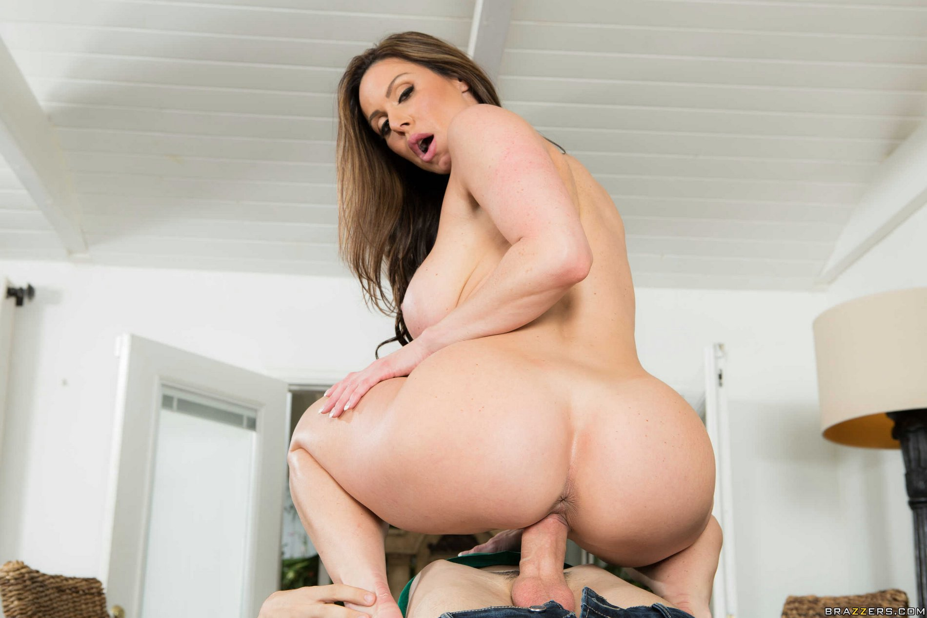 gorgeous milf kendra lust fucking her young neighbor
