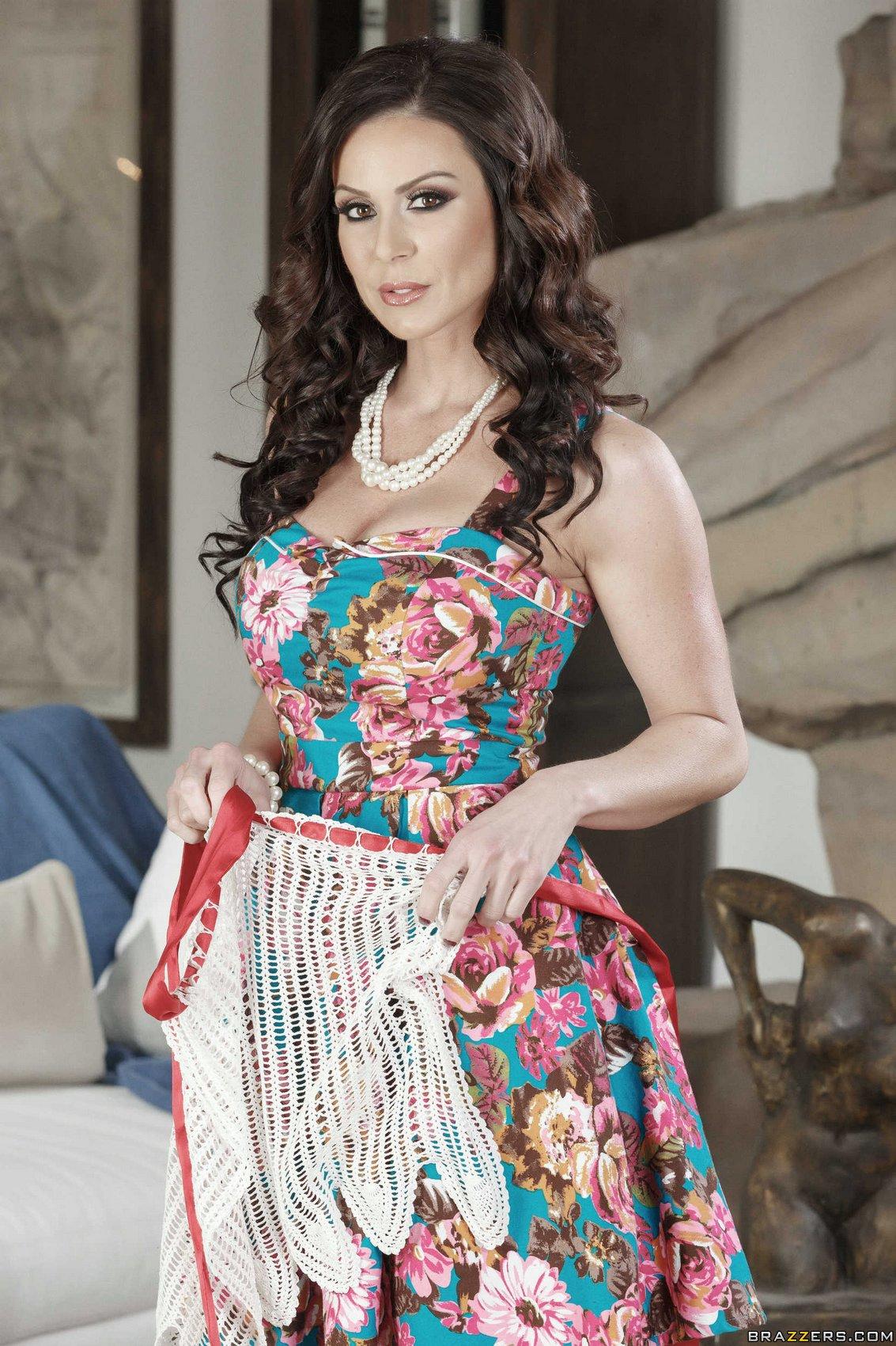 Gorgeosu milf dress