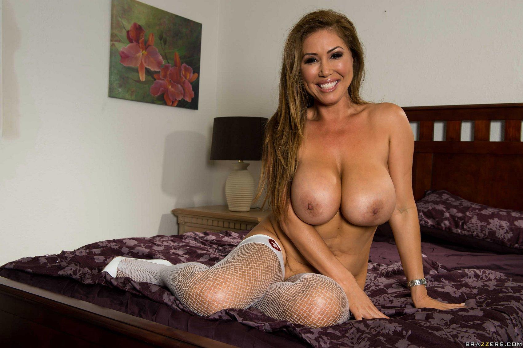 naked sexy slut older girl