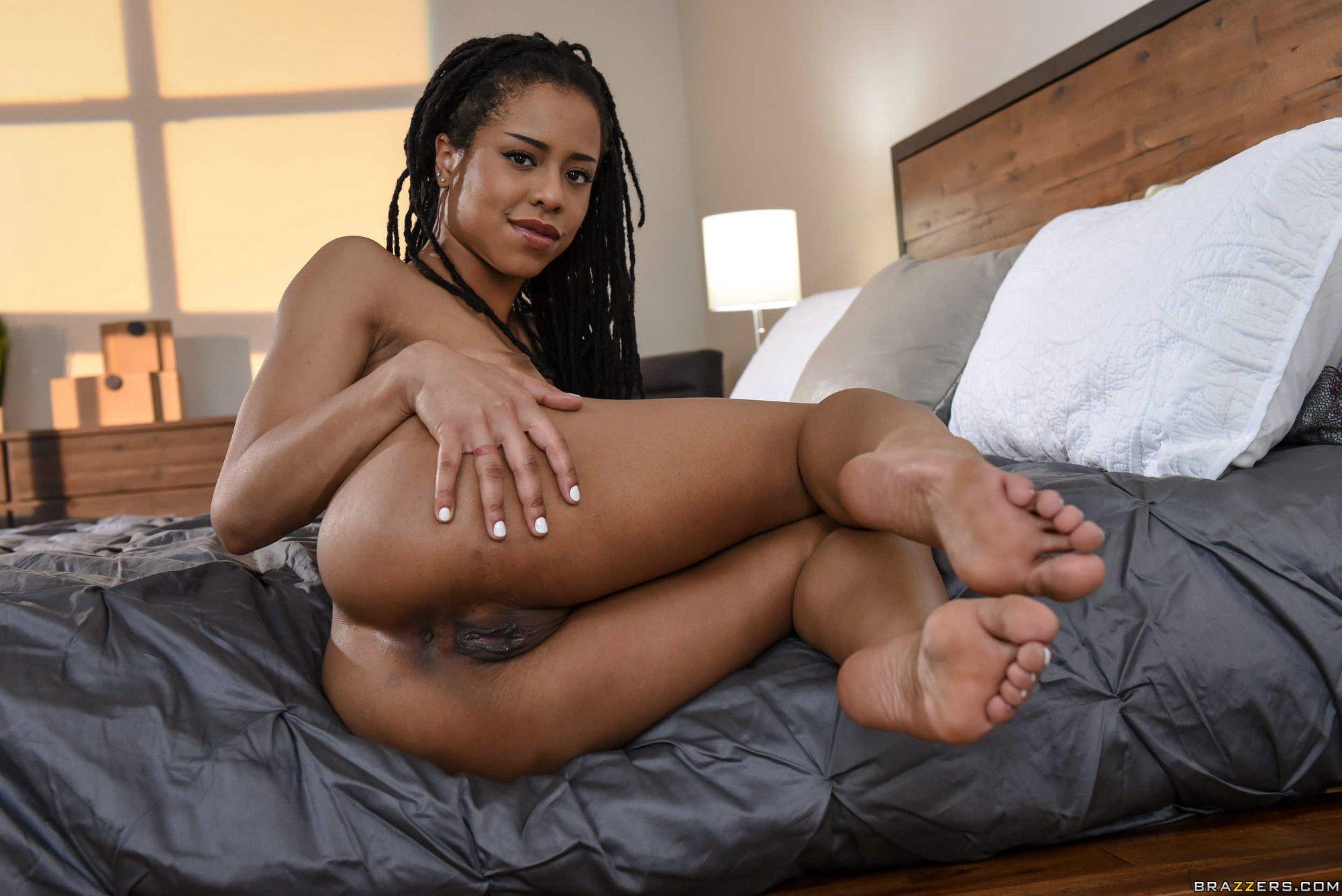 Kira Noir Teasing With Hot Nude Body On Bed - My Pornstar Book-7707