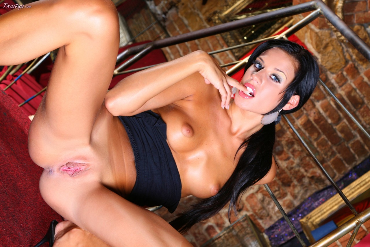 Cock swallowing vixens