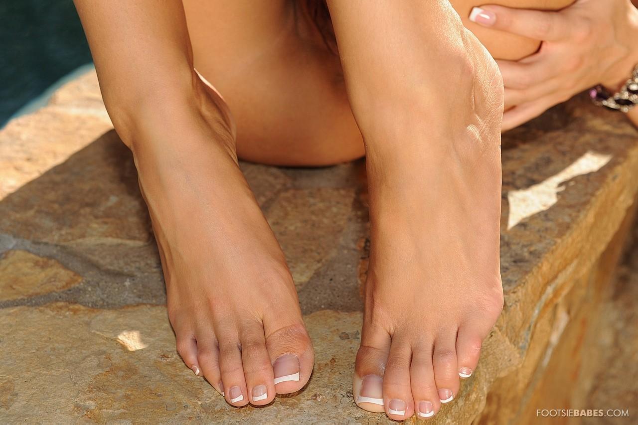 Feet pictures kane kortney