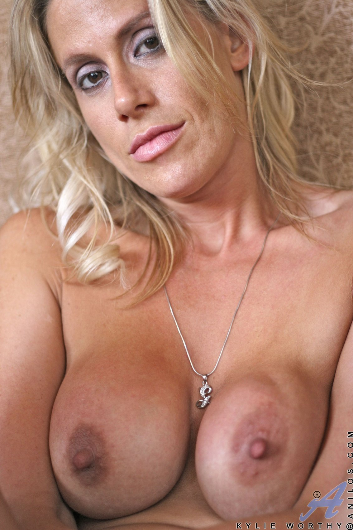 Busty Milf Kylie Worthy Playing With Her Big Boobs - My -3862
