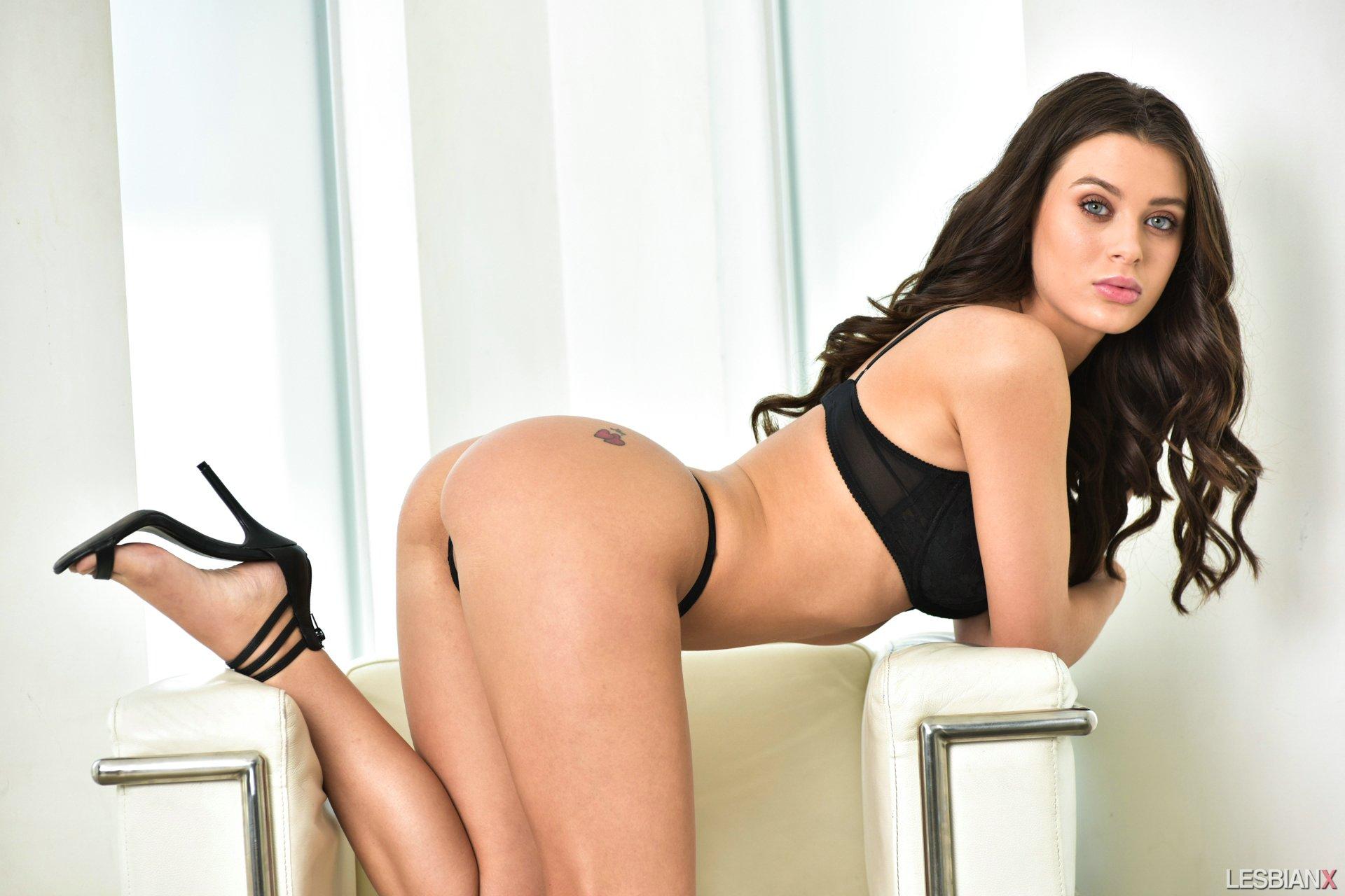 Lana rhoades stripping