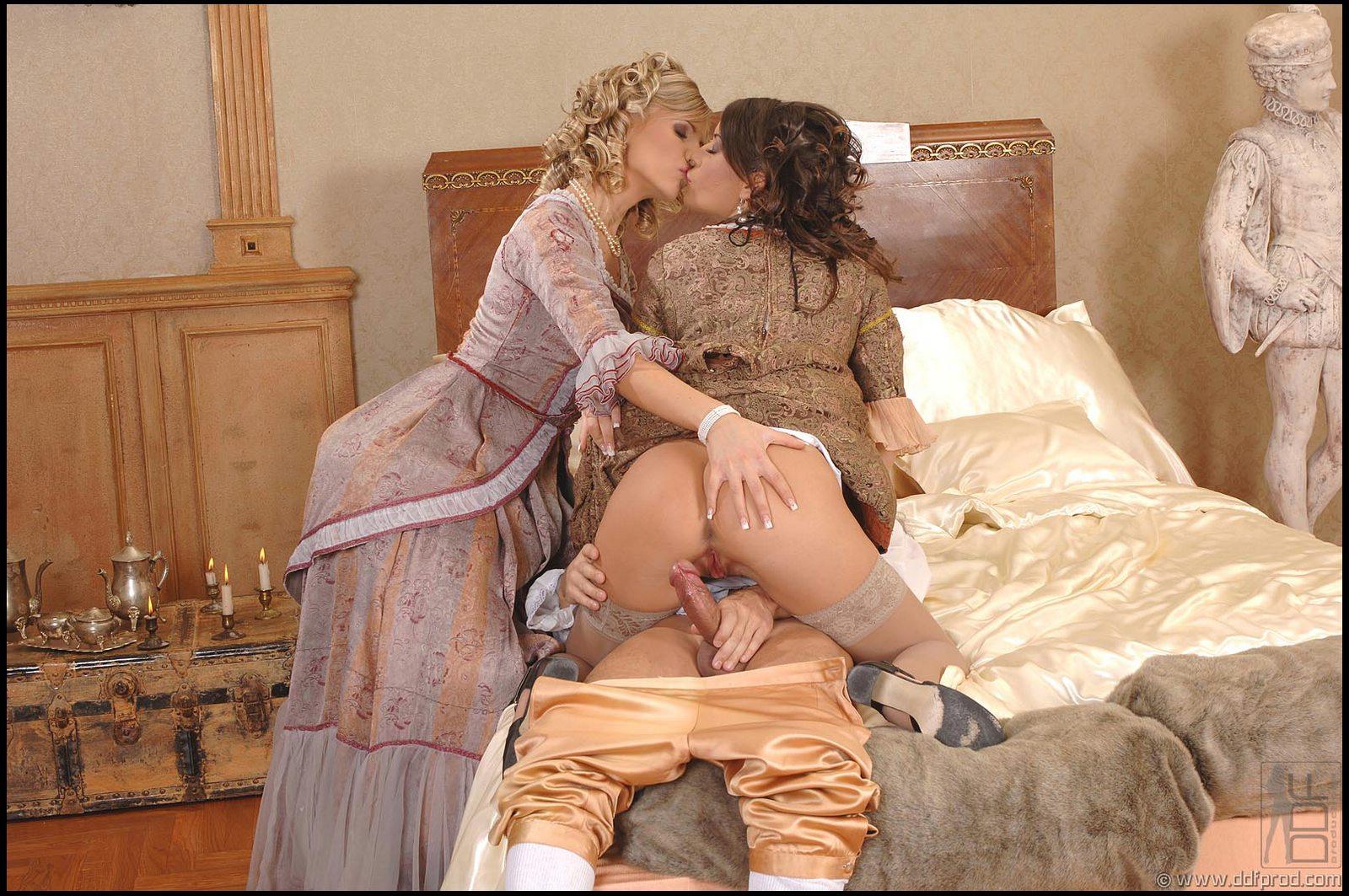 Косплей секс с Lora Craft и Tiffany Rousso порно фото бесплатно