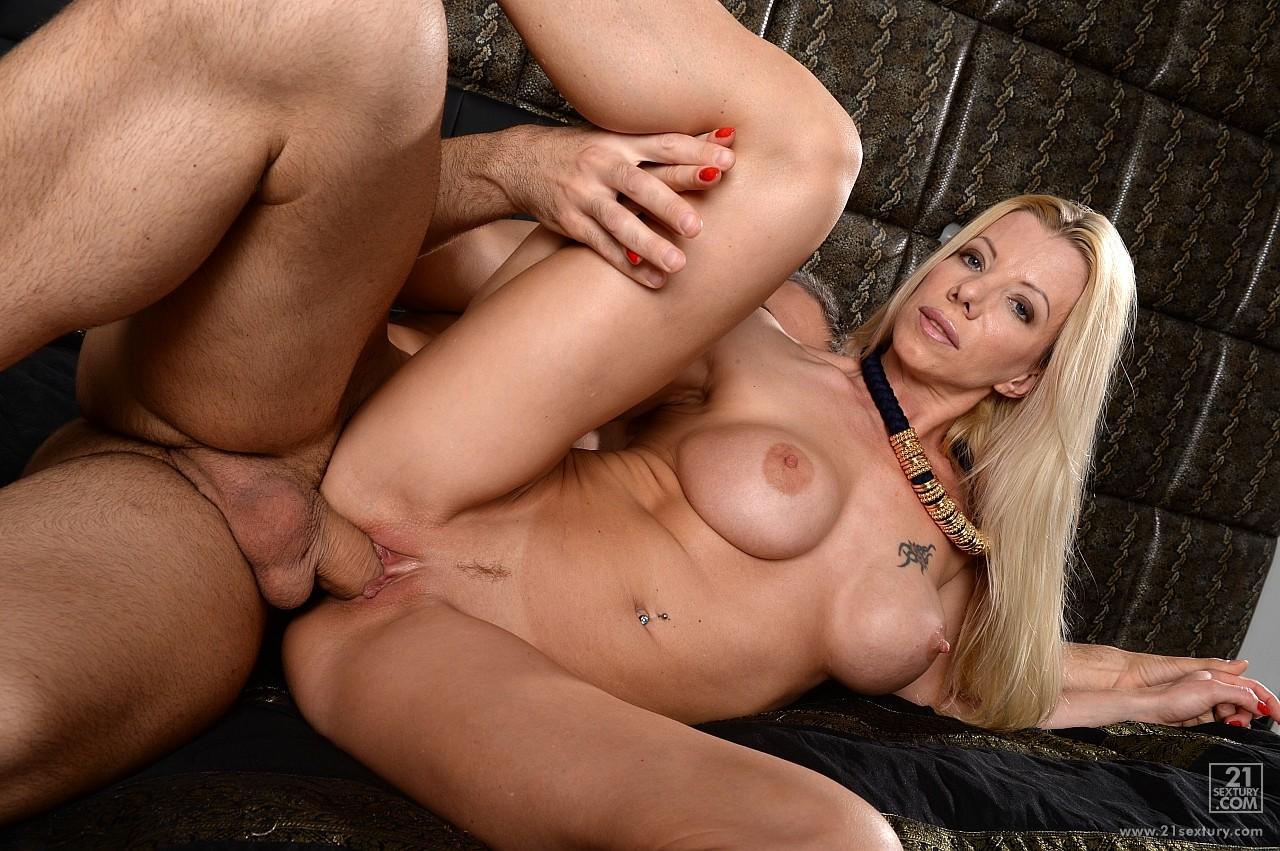big porno dominatrice nancy