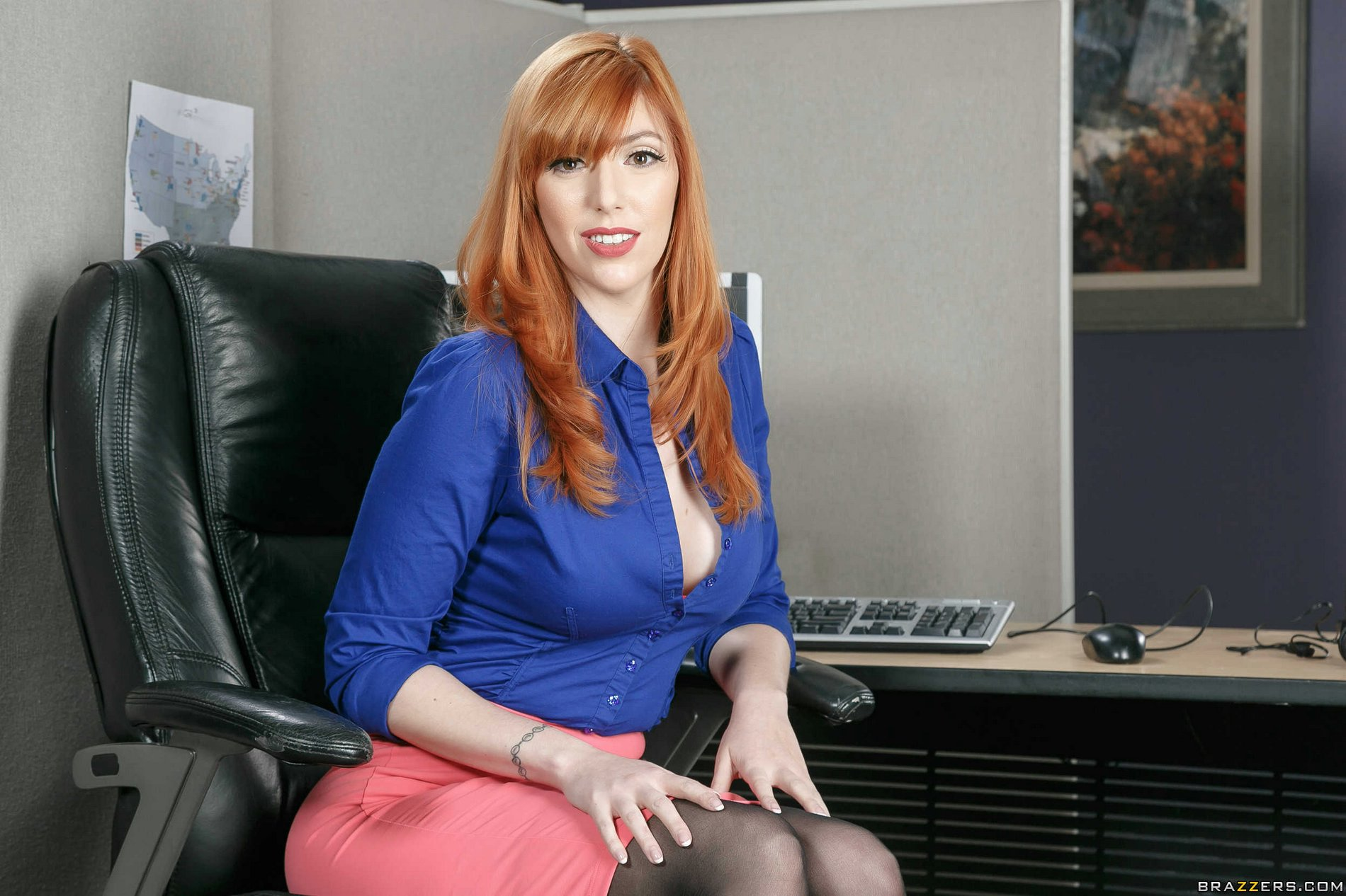 Gorgeous busty redhead Lauren Phillips strips in the ...