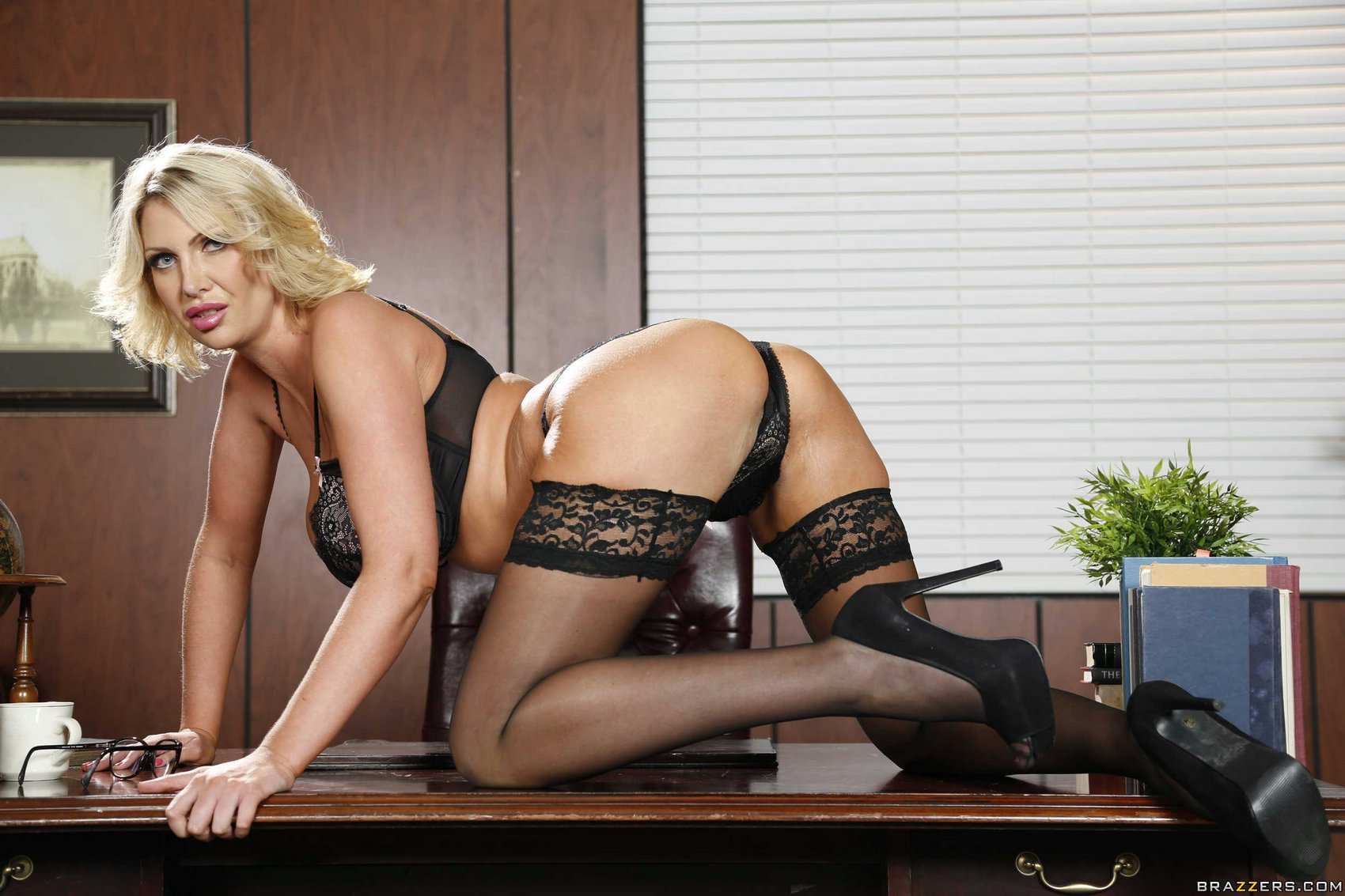 Leigh Darby In Black Stockings And Heels Posing In The -8607