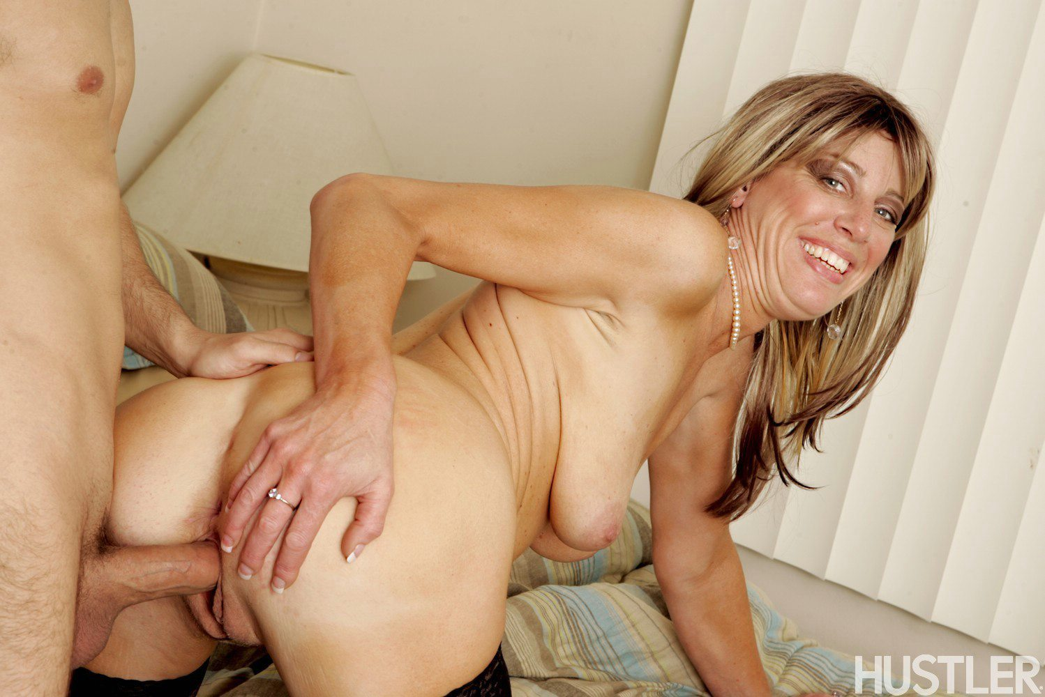Liz summers milf spreads and toys