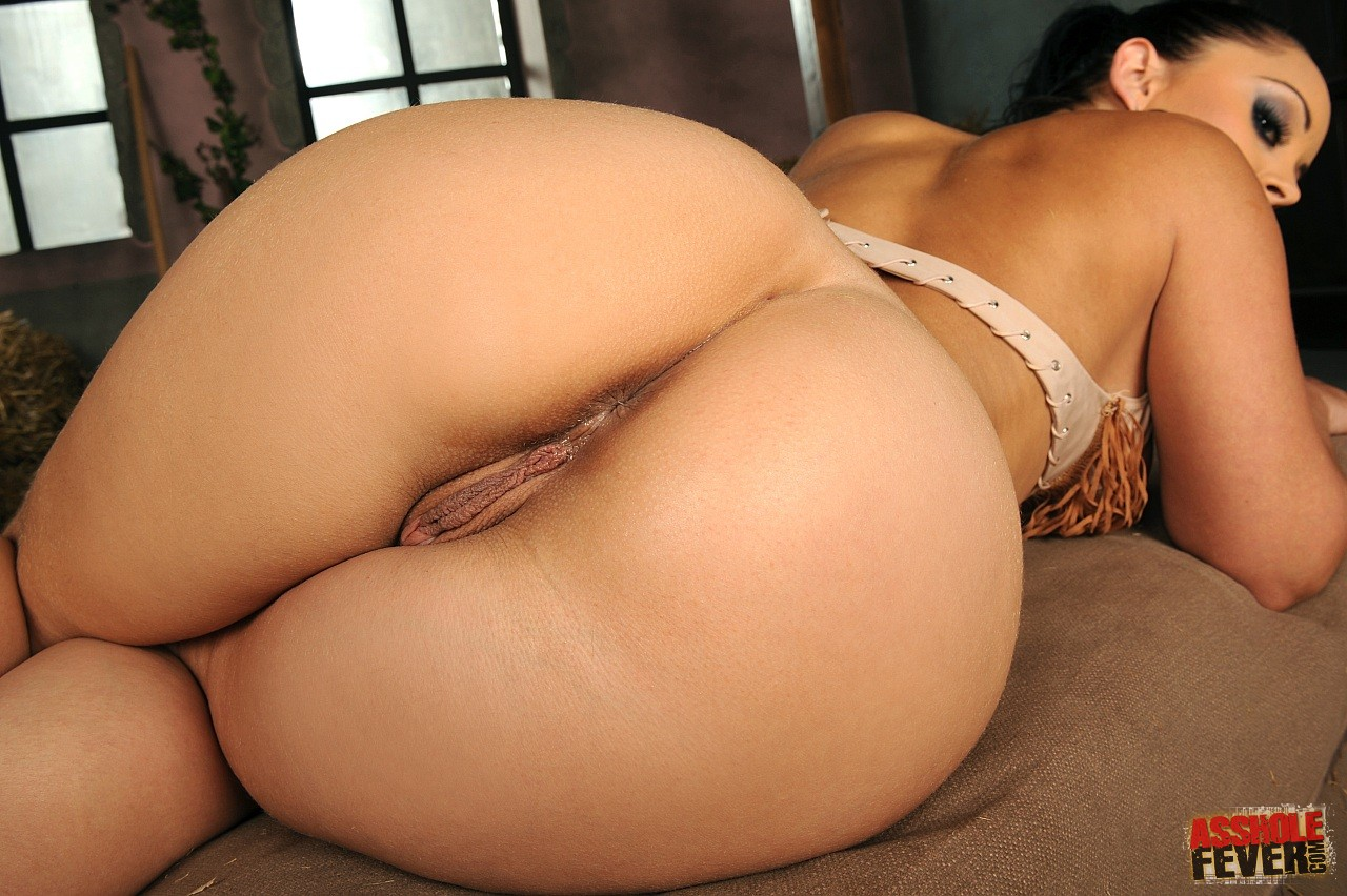 Thick asian beauty gets her pussy licked by lacey duvalle 7