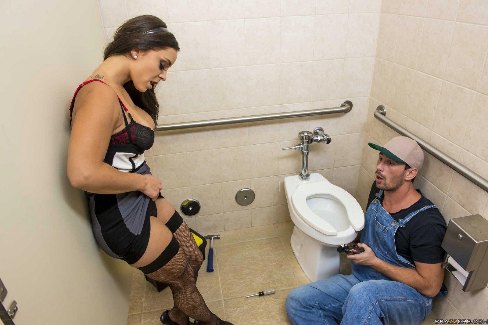 Girl Gets Fucked The Bathroom