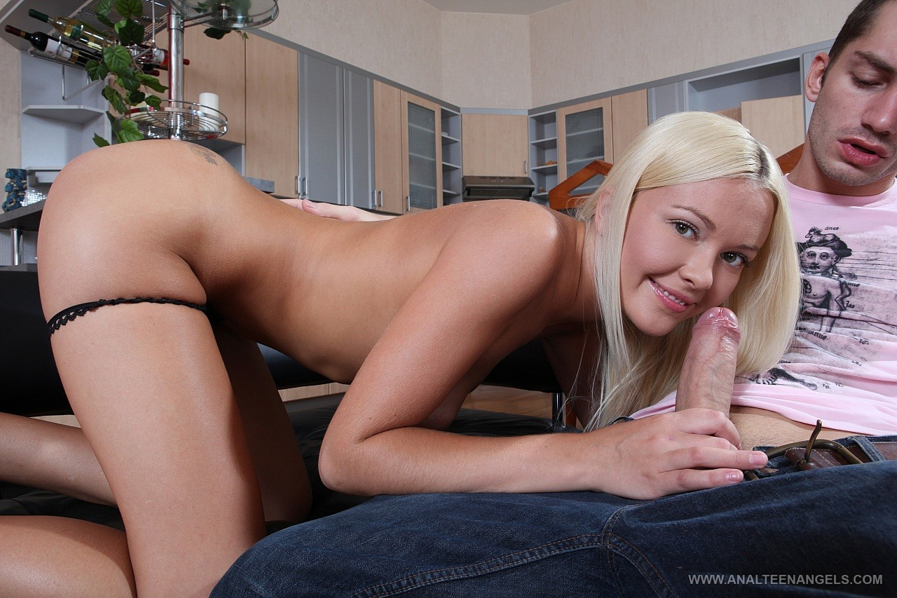 Blond slut boned