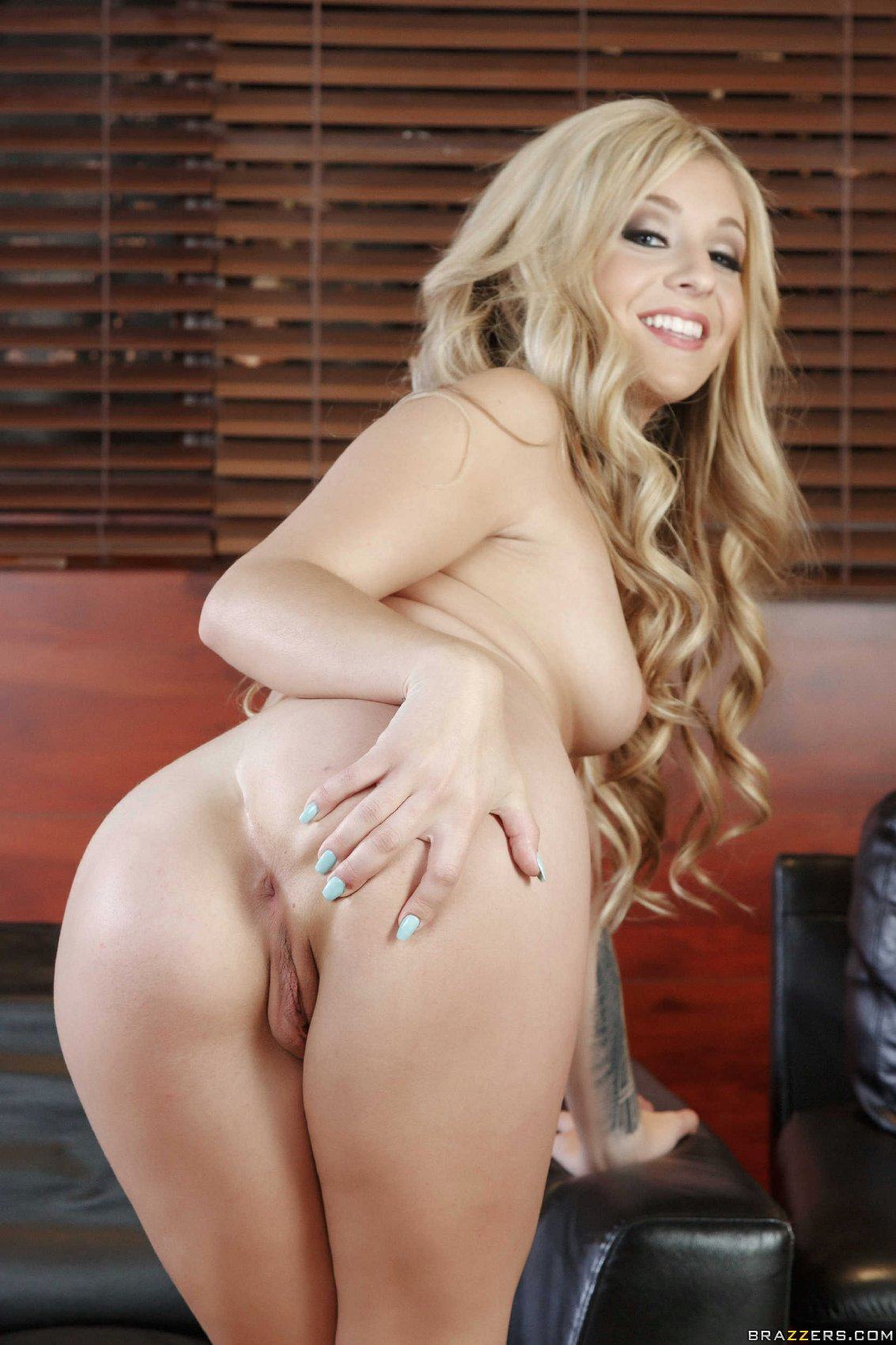 Lovely blonde Madelyn Monroe stripping in front of the ...